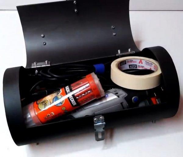 Инструменты в самодельном чемодане из трубы