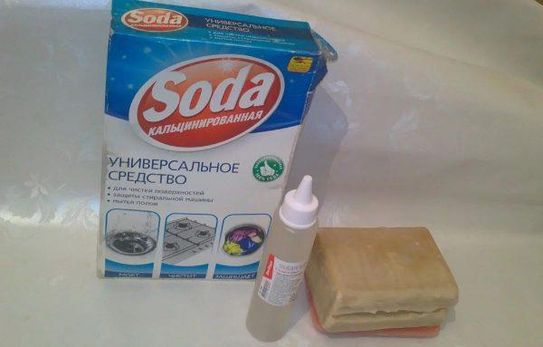 Раствор из мыла, клея и соды