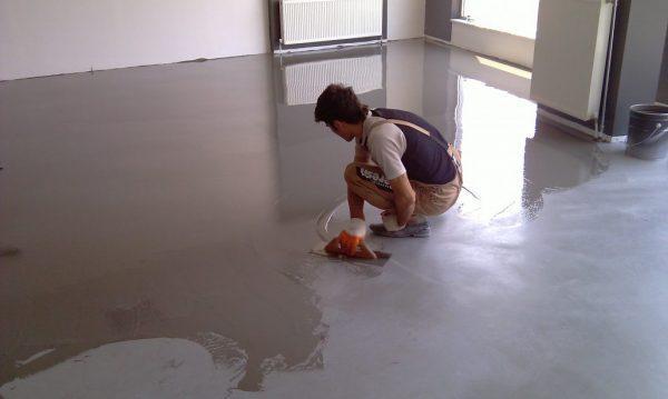Укрепление бетонных полов специальным покрытием