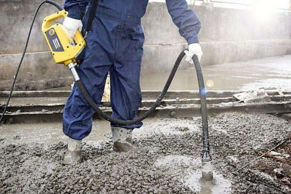 Заборник бетона глубинный