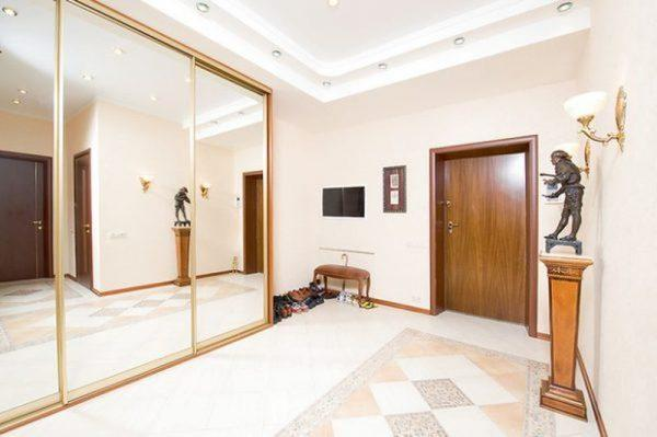 Холл в квартире Малиновской