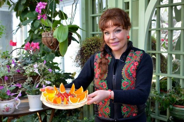 Ольга Платонова в загородном доме