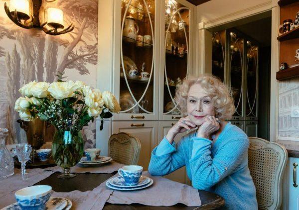 Светлана Немоляева в своей квартире