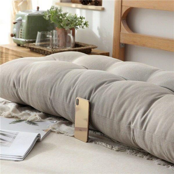 Из нескольких старых подушек можно сделать одну большую