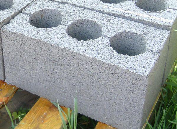 Блоки из легкого бетона отличаются небольшим весом