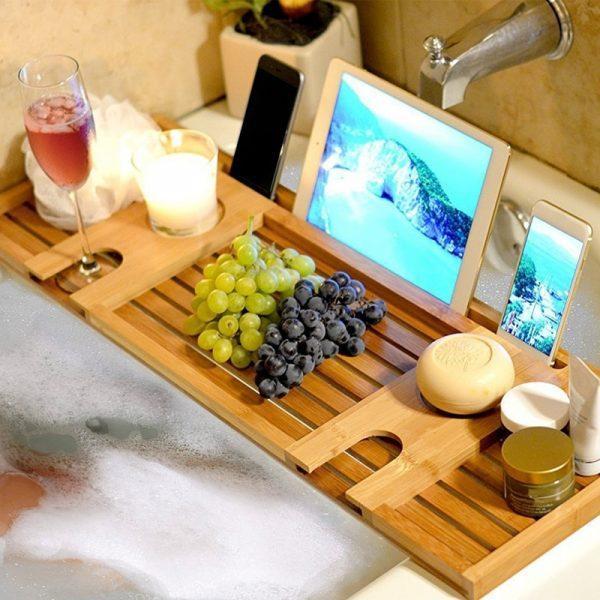 Деревянный поднос в ванную