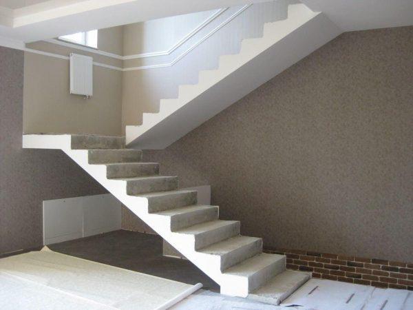 Лестница монолитная железобетонная