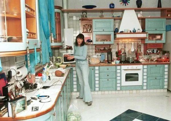 Лолита Милявская на кухне