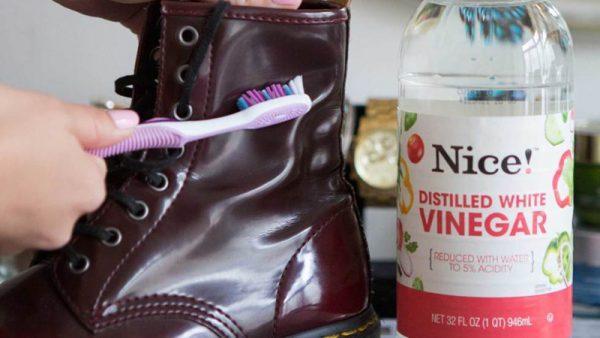Очистка обуви зубной щеткой