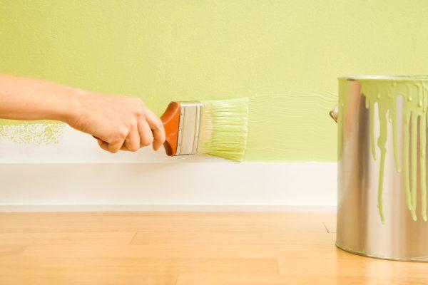 Особенности покраски стен