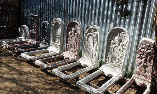 Памятники литые
