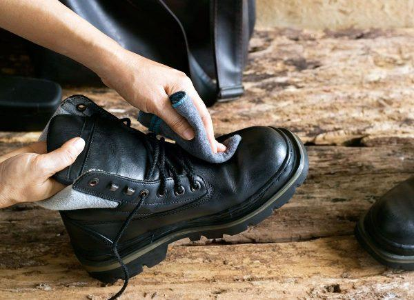Предварительная очистка обуви