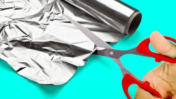 Разрезание кухонной фольги
