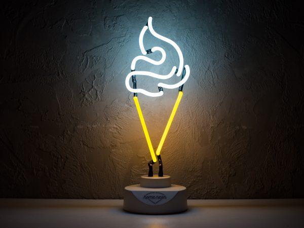 Светильник из неонового шнура
