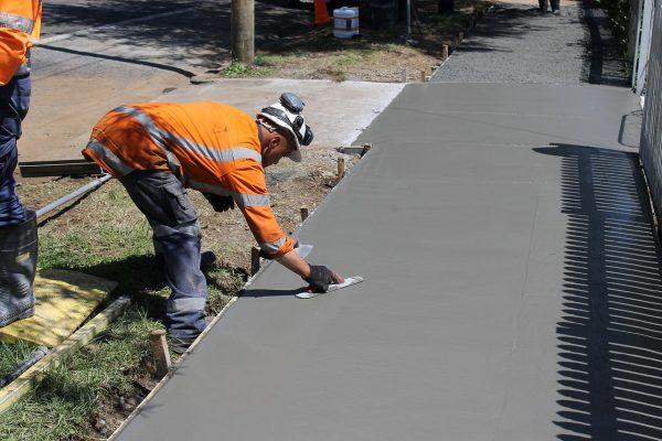 Заливка дорожки из бетона