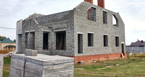 Здание из керамзитобетонных блоков