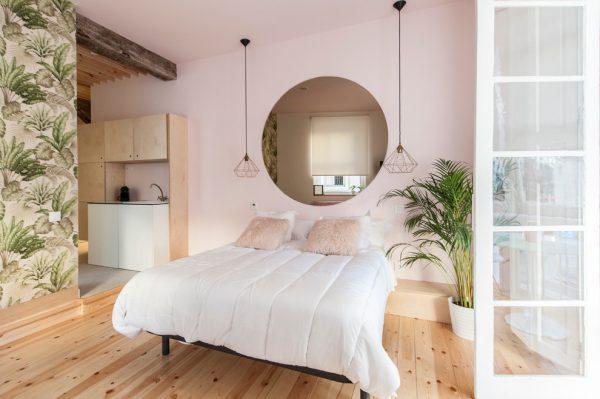 Экостиль спальня в розовых тонах