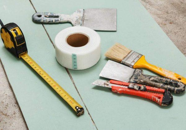 Инструменты для мелкого ремонта стены