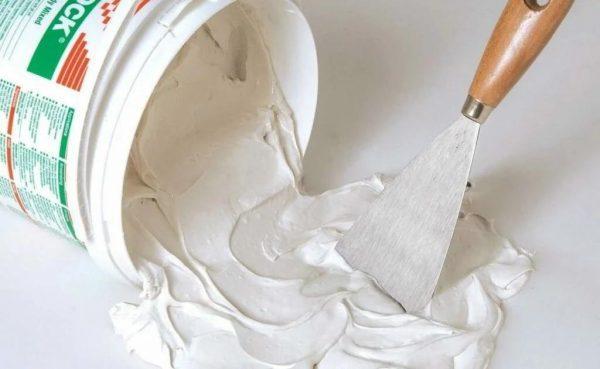 Нельзя выбрасывать остатки шпаклевки в унитаз