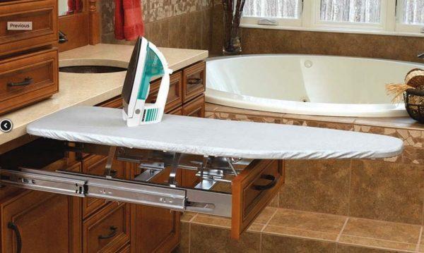 Гладильная доска в ванной комнате