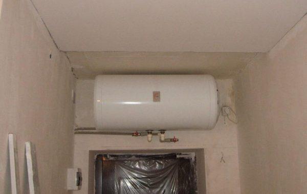 Монтаж водонагревателя над дверью