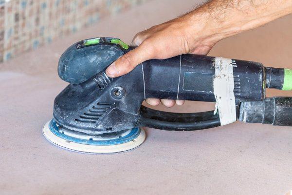 Шлифование бетонной столешницы