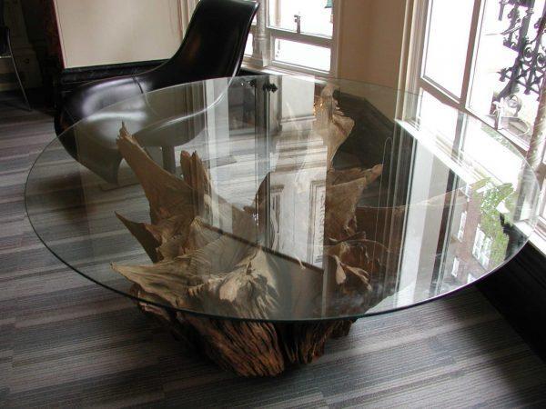 Стол из корня дерева и стекла