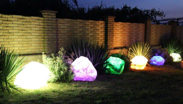 Светящиеся камни в ландшафте