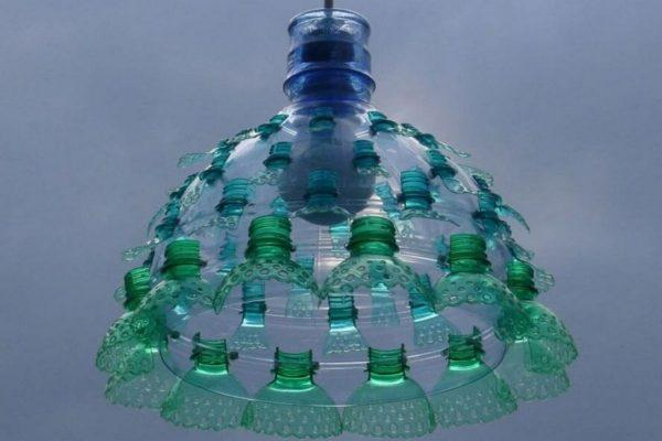 Абажур из пластиковых бутылок