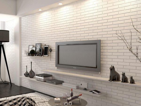 Белый декоративный кирпич в гостиной