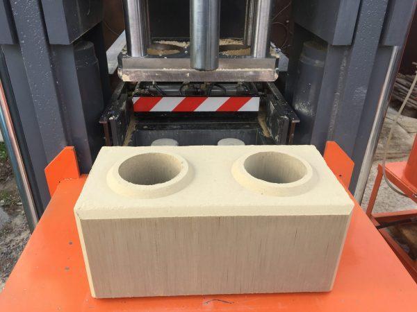 Гидравлический станок для производства гиперпрессованного лего кирпича ТОР-30