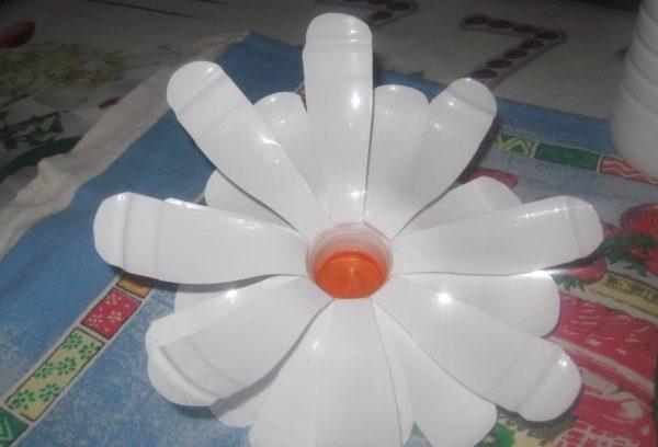 Изготовление светильника из молочных бутылок