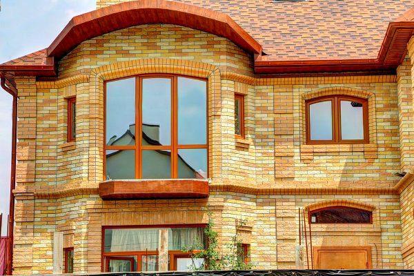 Оригинальный декор кирпичного фасада