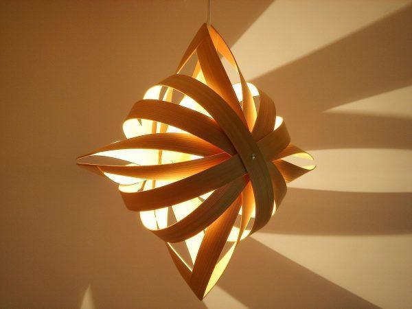 Оригинальный светильник из картона