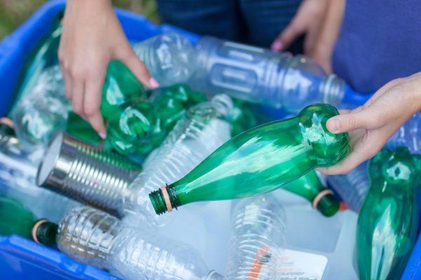 Пустые бутылки из пластика