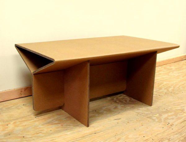 Стол из листового гофрированного картона