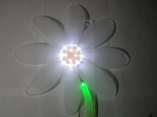 Светильник в виде ромашки