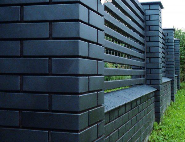 Забор из клинкерного ангобированного кирпича