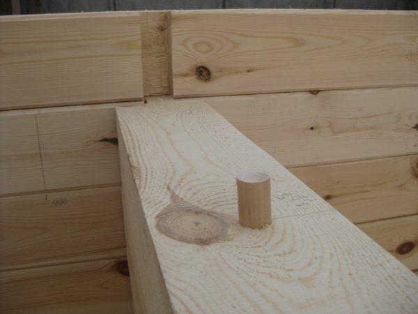 Крепление бруса деревянным гвоздем