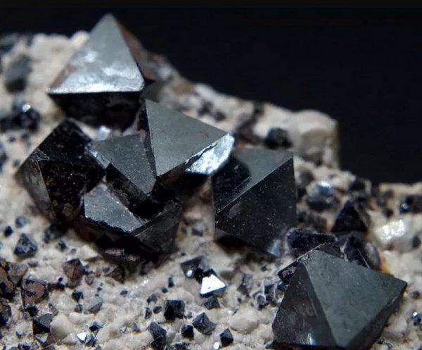 Кристаллы магнезита