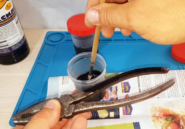 Нанесение состава на ручки инструмента