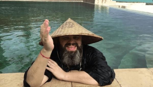 Максим Фадеев в своем бассейне