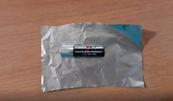 Грелка для рук из батарейки и фольги