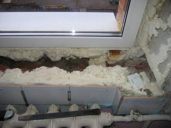 Мышиное гнездо под подоконником