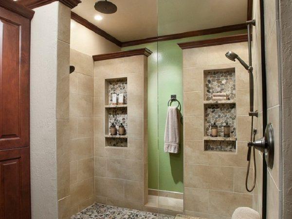 Ниша с полочками в ванной