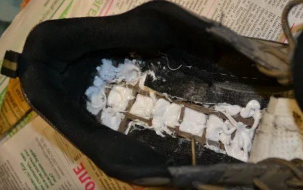 Ремонт кроссовок с помощью герметика