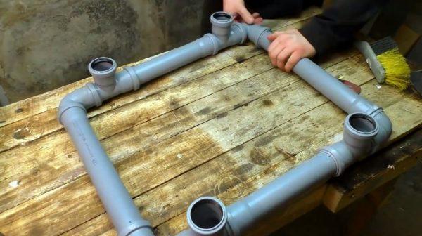 Сборка каркаса из канализационных труб