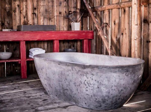 Оригинальная ванна из бетона