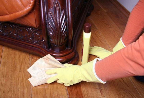 Протирание мебели