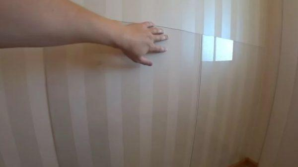 Защитный экран из прозрачного пластика